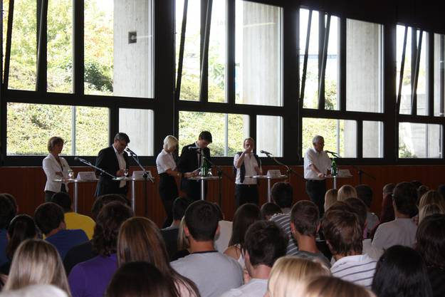 Maya Graf, Grüne, Eric Nussbaumer, SP, Moderatorin Cécile Recher, Moderator Sven Cueni, Simon Oberbeck, JCVP BL, Caspar Baader, SVP (v. l.)