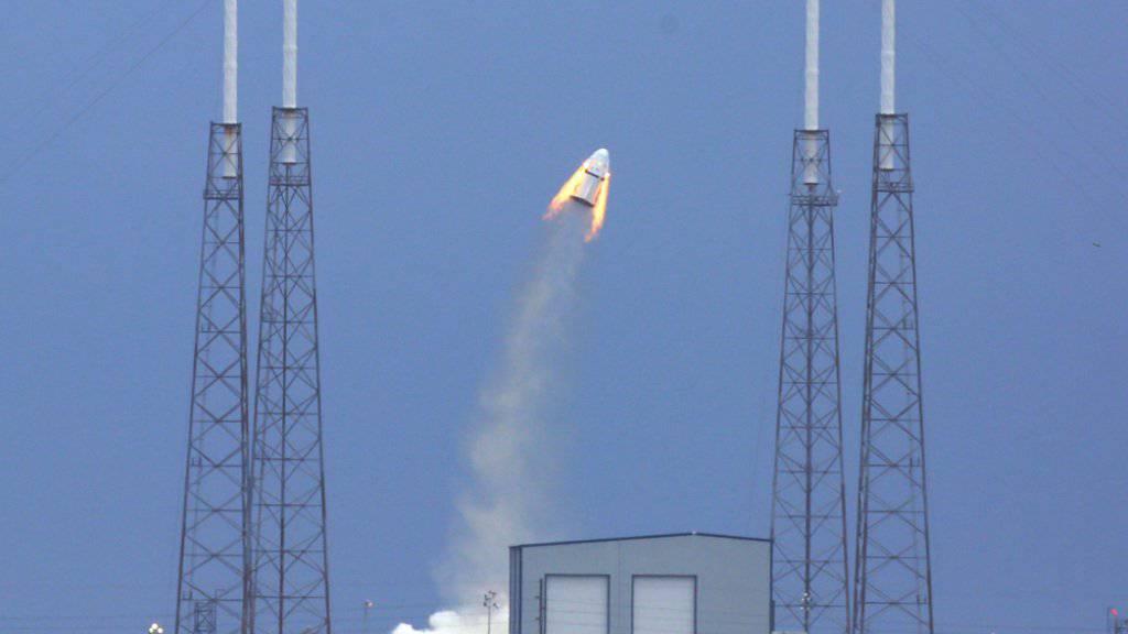 Eine SpaceX-Rakete bei einem Teststrt im vergangenen Mai: Der nächste Flug einer Falcon-9-Rakete soll am Samstag in einer Woche stattfinden. (Archivbild)