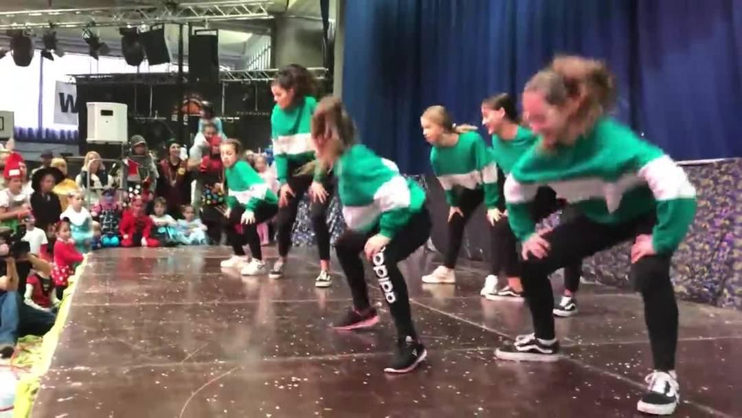 Auftritt der Tanzfabrik an der Kinderfasnacht in Urdorf.