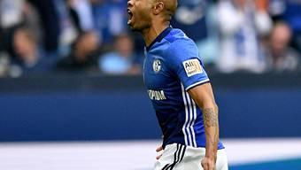 Schalkes Naldo freut sich nach seinem Tor über den Derby-Sieg gegen Dortmund
