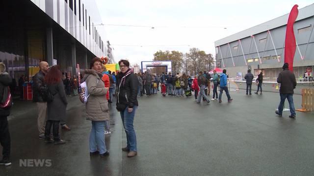 Wettversprechen: Ballerina-Fussball-Fans auf dem Stockhorn