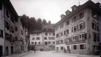 Das «Zunfthaus Paradies» am Cordulaplatz um 1920: Erbaut hat das stattliche Bürgerhaus Ulrich Schnorff in der ersten Hälfte des 17. Jahrhunderts.