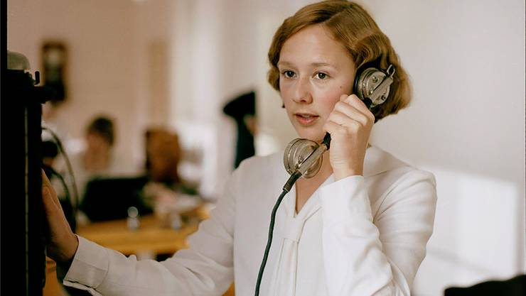 Alba August, die Tochter von Bille August, als Astrid Lindgren.