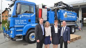 Beat und Sibylle Engel übernehmen das von Peter und Helena Engel gegründete Unternehmen Kanal-Engel AG in Abtwil. Zum 30-Jahr-Jubiläum gibt es ein neues Saugfahrzeug.