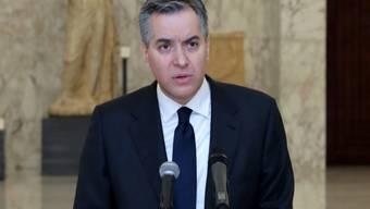 Mustafa Adib, Libanons bisheriger Botschafter in Deutschland und designierter Ministerpräsident des Libanon, kündigt während einer Pressekonferenz im Präsidentenpalast seinen Rücktritt an. Foto: Marwan Naamani/dpa