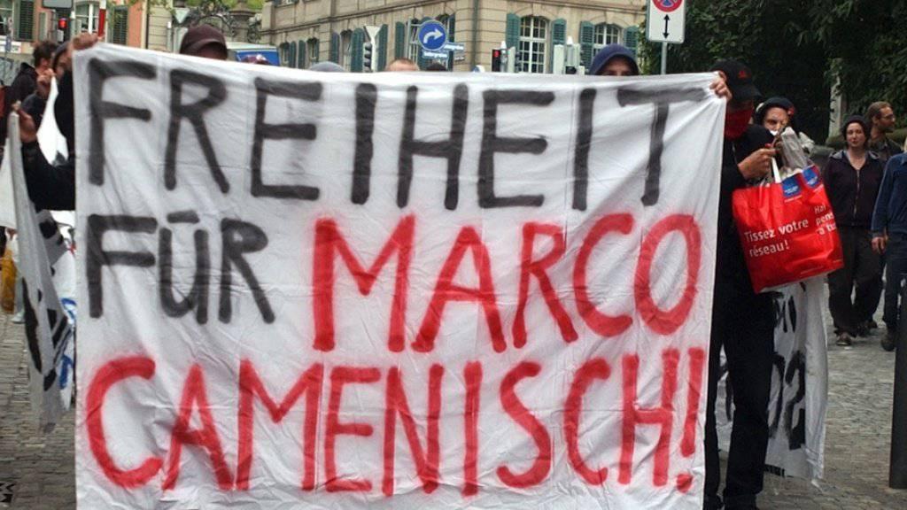 Immer wieder wurde für die Freilassung von Marco Camenisch demonstriert. Seit vergangener Woche ist er nun bedingt aus dem Strafvollzug entlassen worden. (Archivbild)