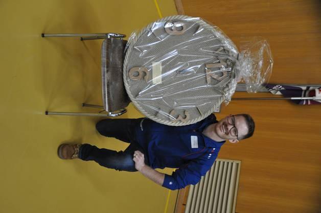 Michael Plüss erhielt eine spezielle Uhr aus Seilen geformt