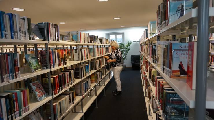 Die Stadtbibliothek Dietikon verfügt über 34'000 Medien, wobei jährlich 10 Prozent vom Bestand zum Verkauf für einen Franken angeboten wird.
