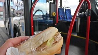 Essen ja ,aber bitte ohne zu kleckern: die bewährte Devise des Busbetriebs Olten Gösgen Gäu.