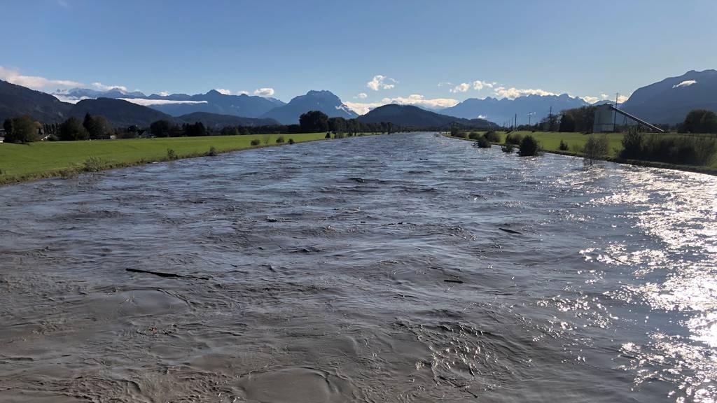 Nach Unwetter: Rhein tritt über Ufer