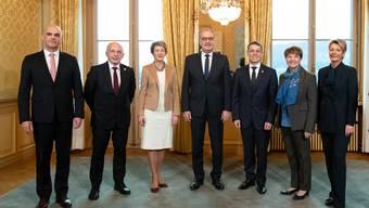Der aktuelle Bundesrat, hier im Dezember 2018 nach der Wahl von Viola Amherd und Karin Keller-Sutter.