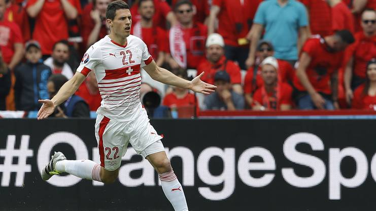 Fabian Schär jubelt nach seinem Treffer gegen Albanien an der EM 2016 in Frankreich.