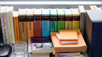 Ob geistige Heimat oder die Suche nach Distanz - Autorinnen und Autoren, die in mehreren Sprachen schreiben, führen unterschiedliche Gründe dafür an. Einig sind sie sich darin, dass sie nicht innerlich übersetzen. (Archivbild)