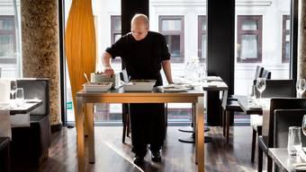 Speisen in Porzellan-Schüsseln warmhalten: die Erfindung des jungen Timo Hafner machts möglich. ho
