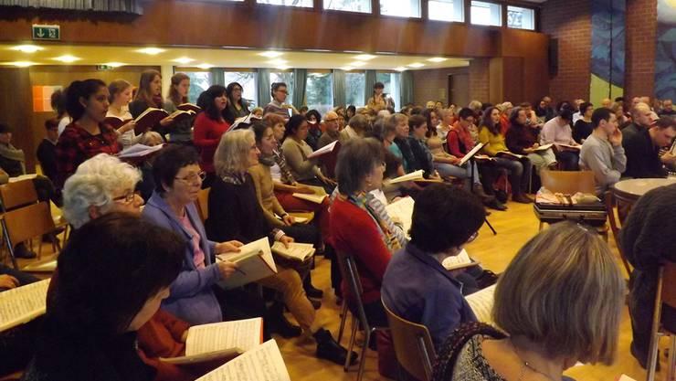 Konzentriert und engagiert probten die Musiker und Sänger aus Bolivien, der Ukraine und der Schweiz für die vier Konzerte in der Nordwestschweiz. pst