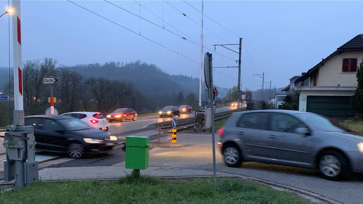 Auf der Seonerstrasse beim Abzweiger Staufen wird der Blinker gestellt.