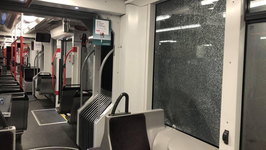 Stadt Bern: Mehrere BärnMobil-Fahrzeuge mit Steinen beworfen