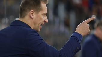 Biel-Coach Antti Törmänen gibt gegen Lausanne die richtigen Anweisungen