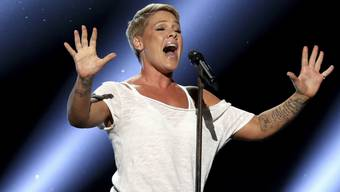 Pink hat schon drei Konzerte in Sydney absagen müssen. Die Sängerin liegt mit einer Magen-Darm-Grippe im Bett. (Archivbild)