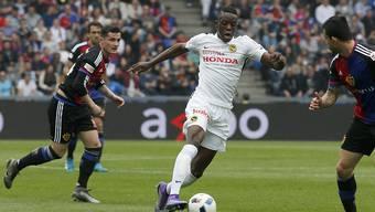 Denis Zakaria (mitte) hat seinen Vertrag bei den Young Boys vorzeitig bis 2020 verlängert