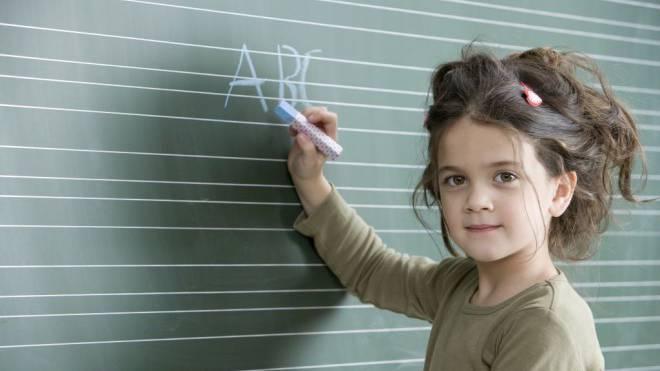 Ganz schön schlau: Viele Kinder beherrschen das Abc schon vor dem ersten Schultag. Foto: Plainpicture