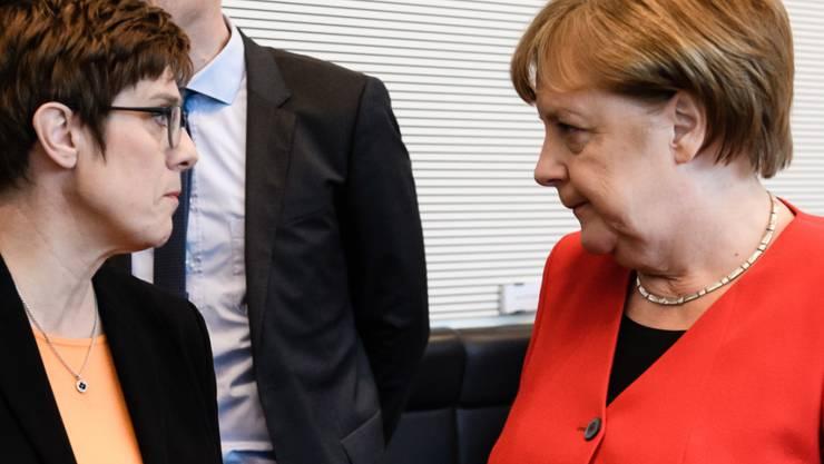 Die Grosse Koalition in Deutschland hat am Dienstagabend unter der Führung der deutschen Kanzlerin Angela Merkel (rechts) ihren Streit um bessere Arbeitsbedingungen in der Paketbranche sowie um Bürokratieabbau beigelegt.