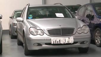 Der deutsche Raser wurde vom Bezirksgericht Baden zu 16 Monaten bedingt verurteilt, weil er mit Tempo 215 auf der A1 in Spreitenbach geblitzt worden war. Seinen Mercedes erhält er dagegen zurück.