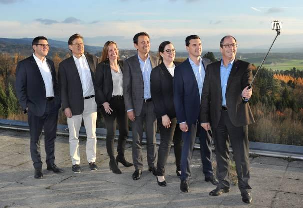 Schöne Aussichten: Die Geschäftsleitung der KSB AG auf dem Dach des Spitals. Von links: Antonio Nocito, Jürg-Hans Beer, Rahel Kubik, Philippe Scheuzger, Michèle Schmid, Cristoffel Schwarz und CEO Adrian Schmitter.