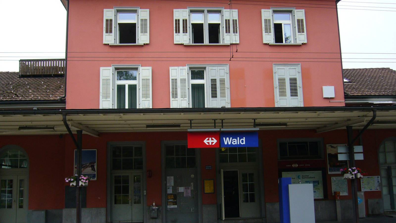 An diesem Bahnhof, unweit von Rapperswil und Uznach, geschah der tödliche Unfall.