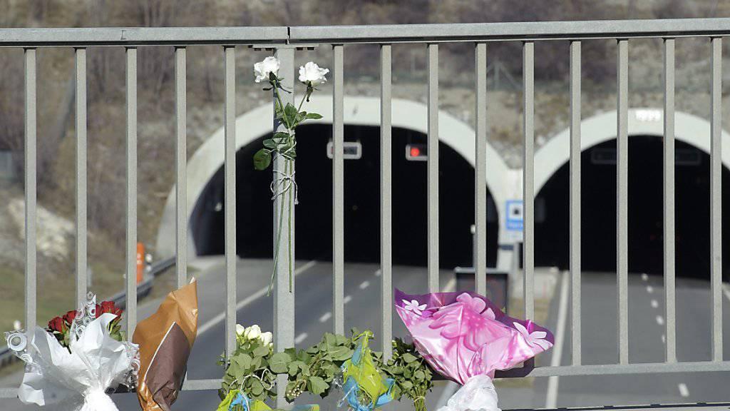 Vor fünf Jahren starben bei einem Busunglück in einem Tunnel in Siders 28 Personen aus Belgien und den Niederlanden, darunter 22 Schulkinder. Dieses Jahr gibt es keinen offiziellen Gedenkanlass. (Archiv)