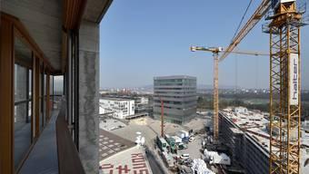 Bis zu einem Drittel mehr Bewohner erwartet Münchenstein, über 17000 könnten es 2035 sein – aber nur bei der Elba-Variante Ausbau. Hier zu sehen: Das Dreispitz-Areal. (Archiv)