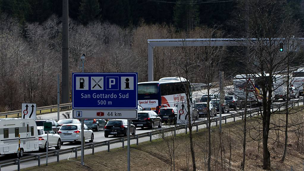 Der Osterverkehr in Richtung Norden kam im Tessin am Montagmittag ins Stocken. (Archivbild)