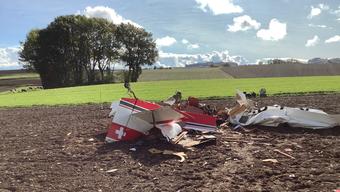 Das Flugzeug stürzte auf dem Gebiet der Waadtländer Gemeinde Gimel auf einen Acker.