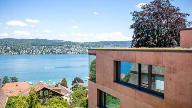 Traumaussicht auf den Zürichsee: Villa von Wolfensberger und Hefti. Foto: Sandra Ardizzone
