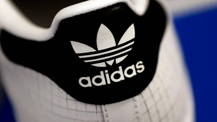 Bereits seit 70 Jahren gibt es nun die Sportmarke Adidas: ein Turnschuh (Archivbild).