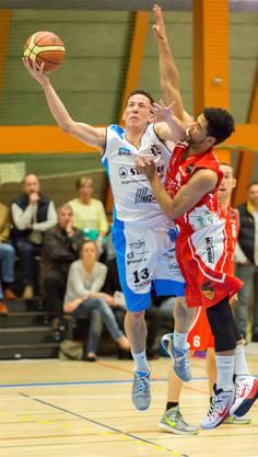 Aaraus Marco Lehmann (l.) setzt sich gegen seinen Gegner durch.