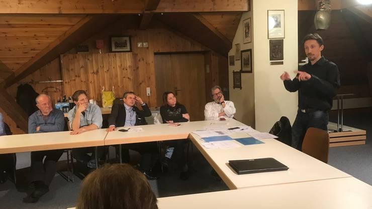 Kantonsrat und Nationalratskandidat Simon Bürki informierte über die Steuervorlage 17.