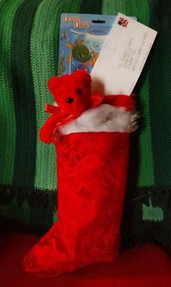 In den Vereinigten Staaten ist Christmas ein grosses Geschäft. Zu den Bräuchen gehört das Aufhängen von Socken am Kamin. Santa Claus saust im Schlitten mit seinen Rentieren von Haus zu Haus und zwängt sich durch den Schornstein, ehe er die Socken mit Geschenken füllt.