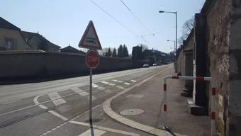 Die enge Baselstrasse soll bald mit einer Mischverkehrlösung sicherer gemacht werden.
