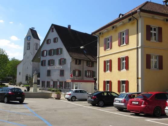 Die Kirche, das Restaurant Central wie auch das frühere Schulhaus