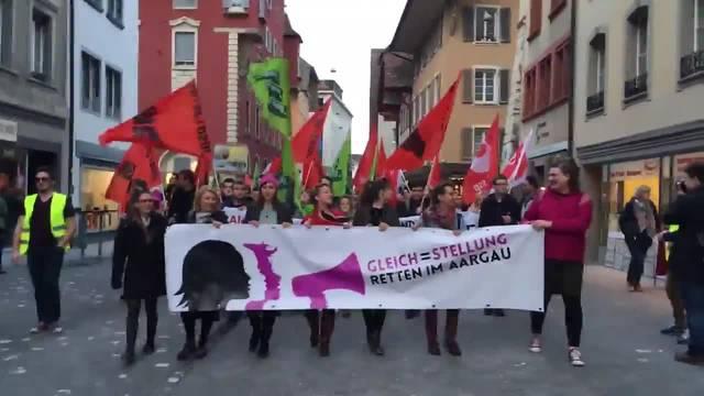 Rund 450 Aargauerinnen und Aargauer demonstrieren für Gleichberechtigung
