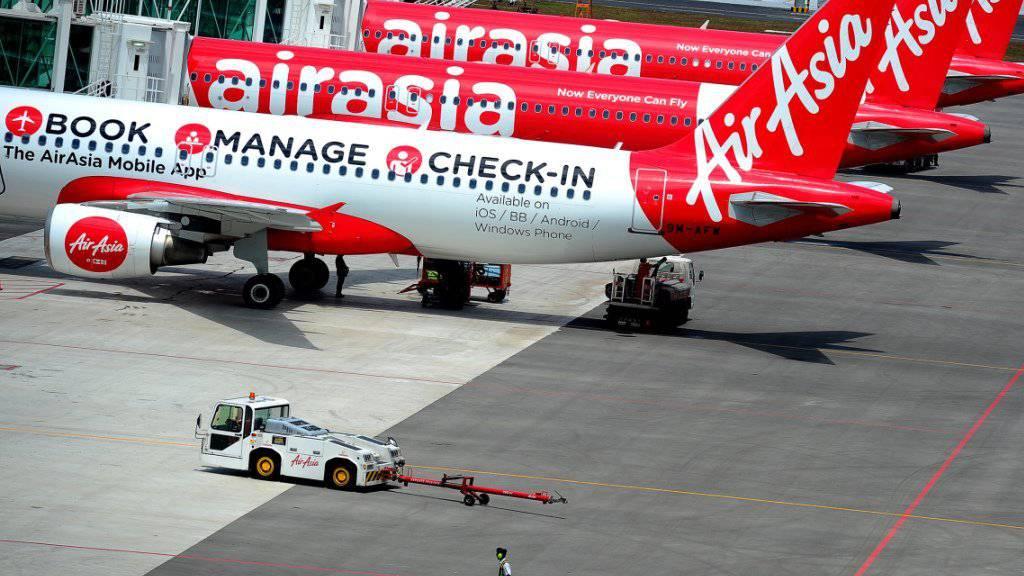 Knallgeräusche und Funken aus dem Triebwerk: Eine Maschine der Fluggesellschaft AirAsia musste am Montag ausserplanmässig im australischen Brisbane landen. (Archivbild)