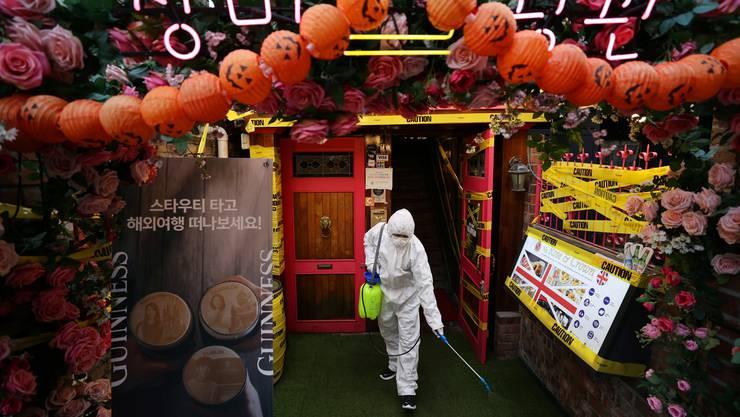 In Südkoreas Hauptstadt Seoul wird breitflächig desinfiziert.