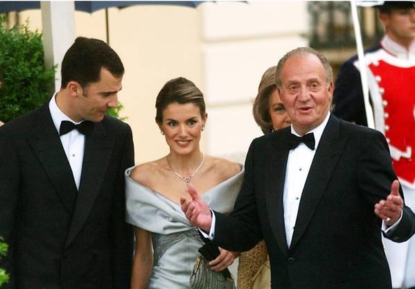 Juan Carlos mit Sohn Felipe und Schwiegertochter Letizia.