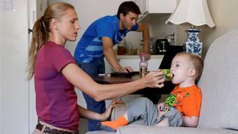 Julia Stepanowa und ihr Ehemann Witali leben mit ihrem Sohn an einem geheim gehaltenen Ort in Nordamerika. Sie waren 2014 Kronzeugen für die brisante ARD-Enthüllung «Geheimsache Doping – Wie Russland seine Sieger macht».
