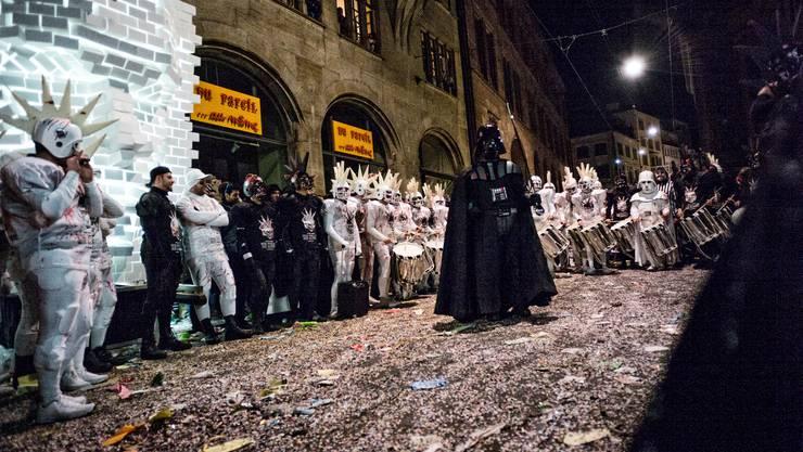 Darth Vader gibt den Takt an, die Bebbi folgen ihm ergeben.