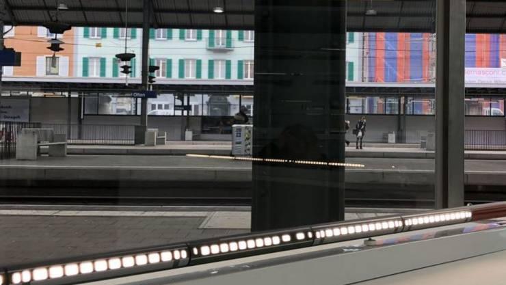 Aus einem Dienstraum im Bahnhof Olten wurde eine Filiale des Kunstmuseums Olten, und aus einer Neonröhre wurde ein Nachtzug.