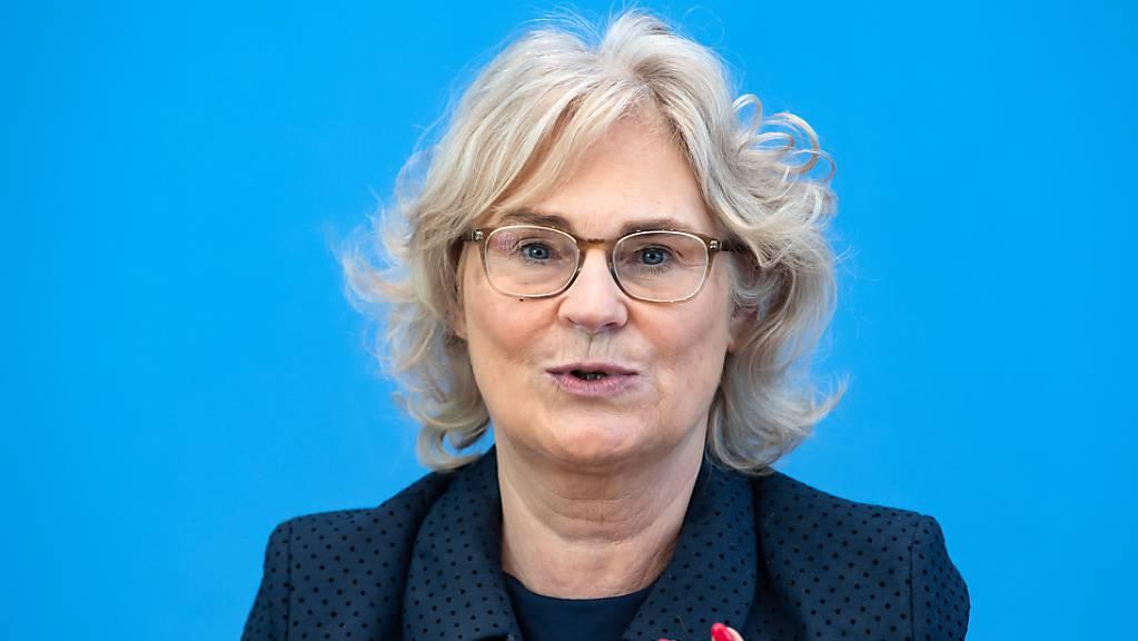 Die deutsche Justizministerin Christine Lambrecht setzt sich dafür ein, dass rechtskräftig verurteilte Mörder wieder vor Gericht gestellt werden können, wenn neue Fakten vorliegen. (Archivbild)