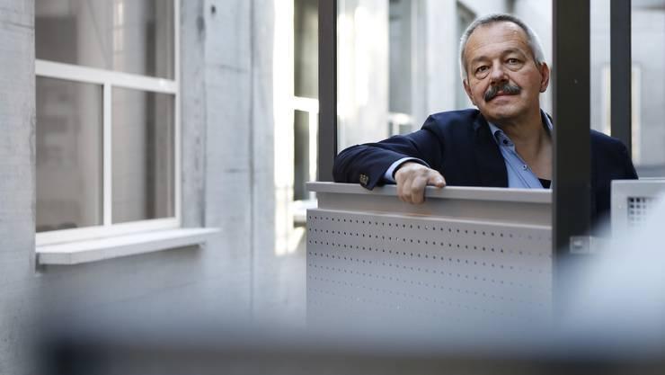 «Die Entstehung der Eidgenossenschaft war ein Prozess, der mindestens 150 Jahre lang gedauert hat»: André Holenstein auf dem Balkon der Unitobler-Bibliothek der Universität Bern.