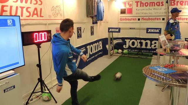Die ATM Futsal Maniacs haben 43,3 Stundenkilometer vorgegeben, mit denen der Ball im Tor landen muss. Wer kommt am nächsten?